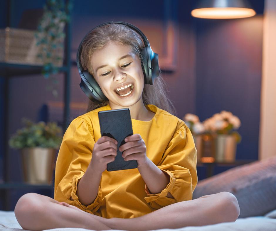Activité sur Smartphone et écran Adolescente