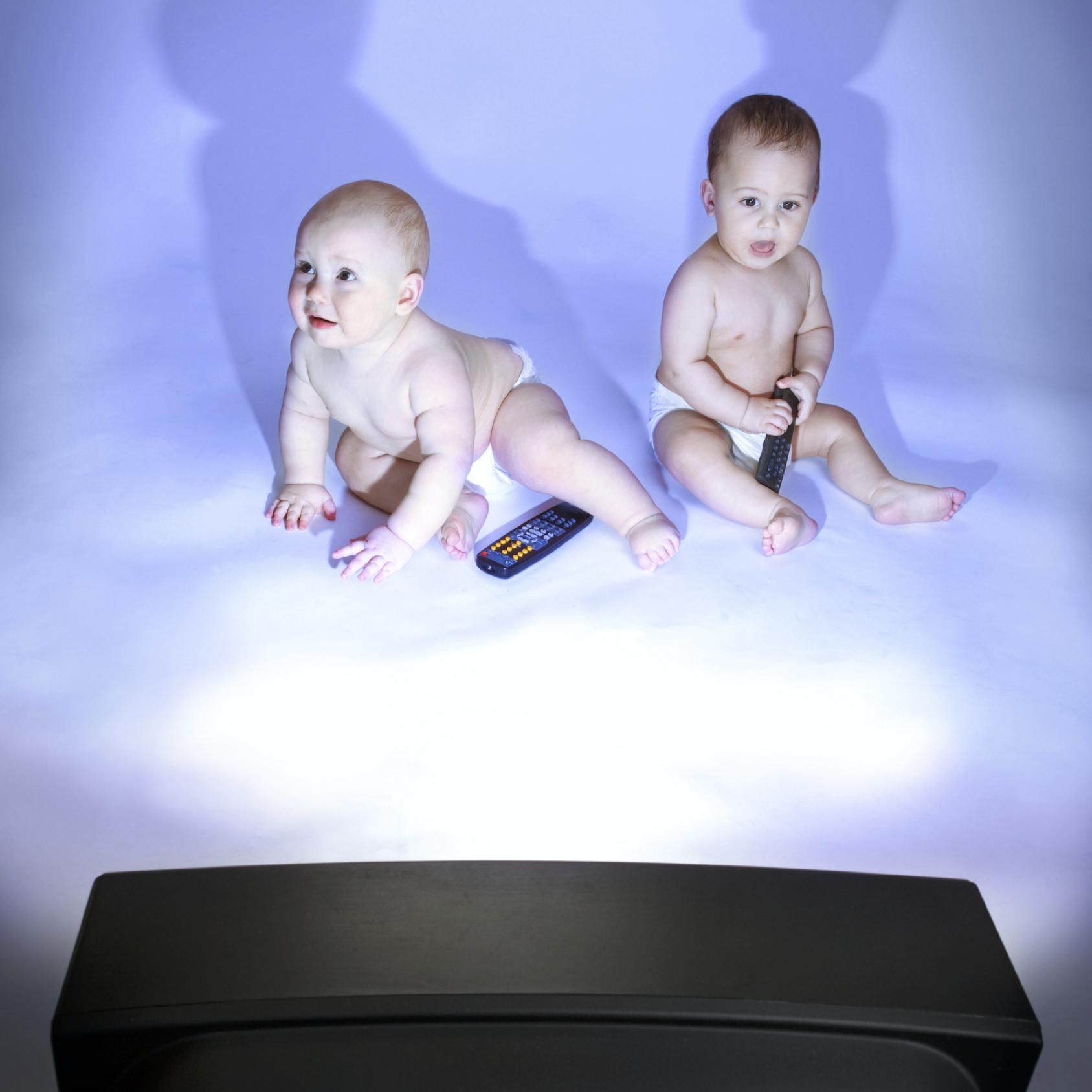 bébés devant la télévision attention aux dangers